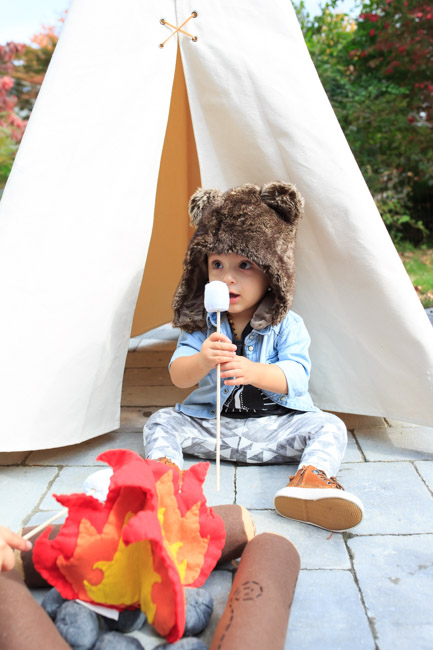 feather + light photography | camp theme first birthday party | camp theme birthday | baby bear